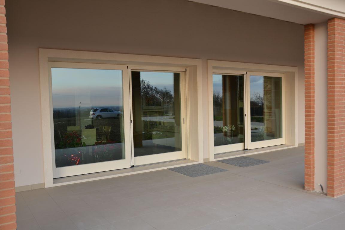Finestre e porte finestre in legno infissi montagnana for Finestra esterna scorrevole