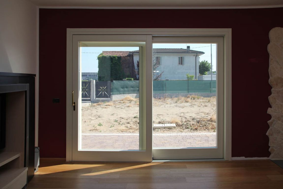 Finestre e porte finestre in legno infissi montagnana for Finestra usata per ventilazione